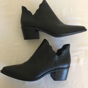 New Black Betsy Johnson ankle boot size 8.5